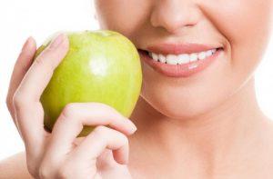 Funcionan los adhesivos para prótesis dentales